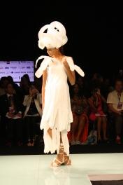 Con una coleción monocromática, se presentó en Miami Fashion Week Cosecha Vintage.