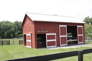La granja está llena de hermosos graneros perfectamente preservados.