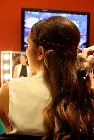 Muy lindo el peinado que le hicieron a Daniela Ramírez, del blog Nany's Klozet.