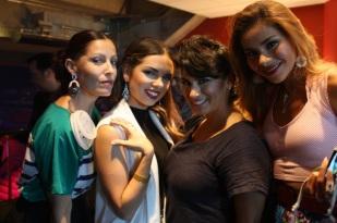 Las blogueras se divierten con las lindas piezas de Charlie Lapson. Sólo vean los hermosos aretes que Ángeles Almuna y Daniela Ramírez llevan puestos.