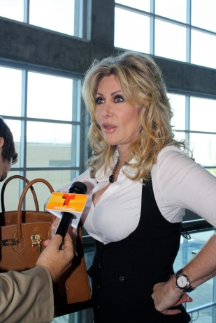 Y en los pasillos me topé con Felicia Mercado, a quien estaban entrevistando.