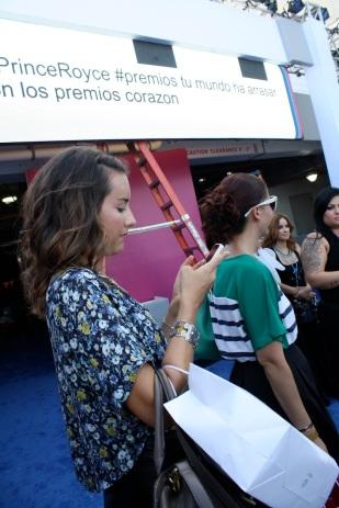 Margarita Wells, del blog Thank You Miami súper aplicada haciendo su trabajo.