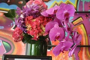 Siempre el disfrutar de un bello arreglo de flores se agradece.