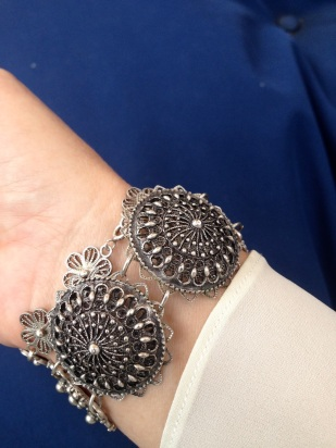 Como únicos accesorios utilicé estas pulseras, una (la más grande) proveniente de Turquía, y la otra de Yucatán.