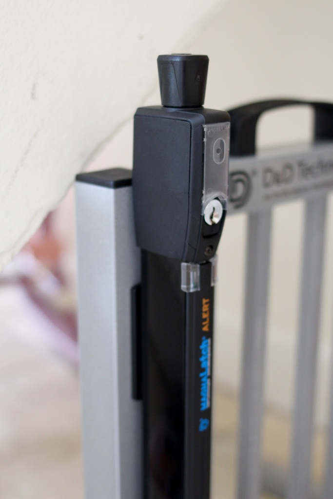 Child Safety Gate Latch with Electronic Alarm Magnalatch